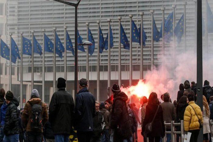Επεισόδια στις Βρυξέλλες σε διαδήλωση ακροδεξιών κατά του συμφώνου μετανάστευσης