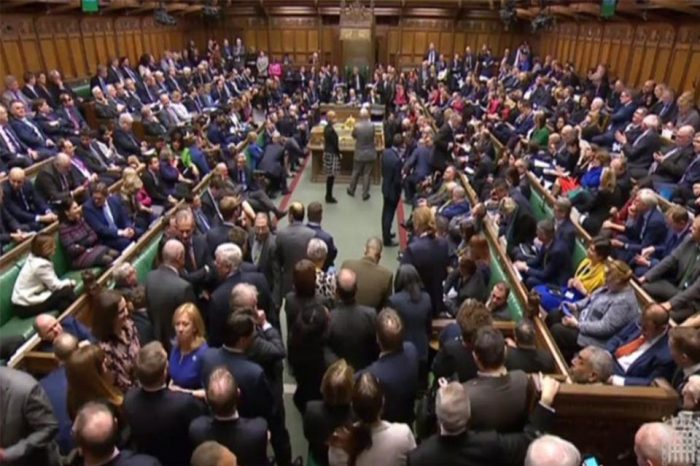 Brexit: Βουλευτές καταρτίζουν πρόταση για αναβολή της αποχώρησης του ΗΒ από την ΕΕ