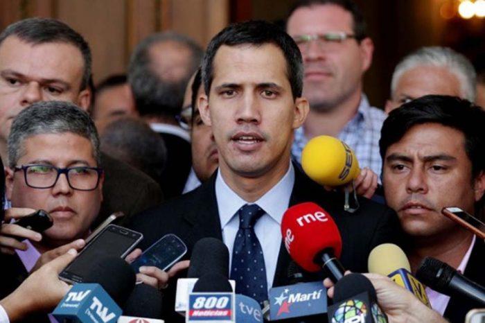 Μυστικές συναντήσεις της αντιπολίτευσης με στελέχη του στρατού, αποκαλύπτει ο Γκουαϊδό