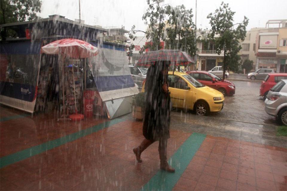 Νέα κακοκαιρία με βροχές και καταιγίδες έως την Κυριακή