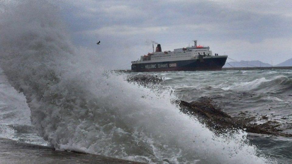 Προβλήματα στις ακτοπλοϊκές συγκοινωνίες από ισχυρούς ανέμους