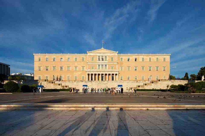 Η Ολομέλεια της Βουλής αποφάσισε την άρση της ασυλίας του Ανδρέα Λοβέρδου και του Μάριου Σαλμά