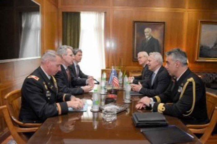 O Υπουργός Εθνικής Άμυνας Ευάγγελος Αποστολάκης, συναντήθηκε  με τον Geoffrey R. Pyatt.