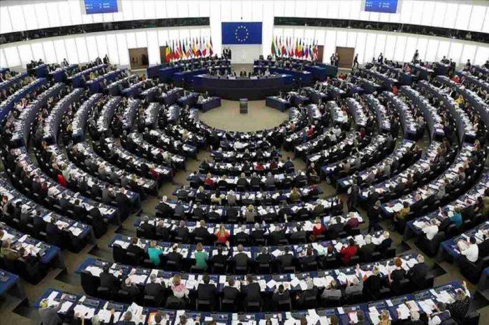 πλειοψηφία των παραδοσιακών κομμάτων αλλά και άνοδος των ευρωσκεπτικιστών