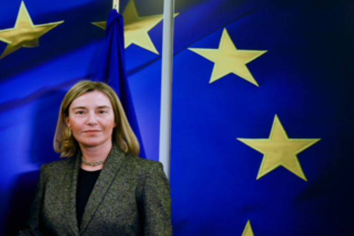 Nα συνεχιστεί η επιχείρηση Sophia κατά της διακίνησης όπλων και πετρελαίου στη Λιβύη