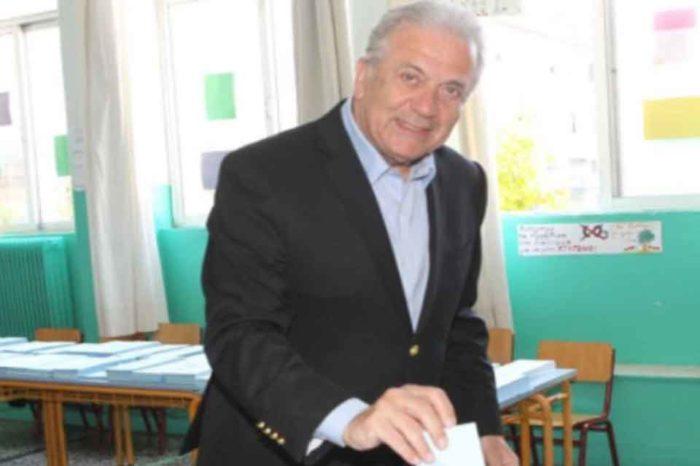 Στο Παγκράτι άσκησε το εκλογικό του δικαίωμα ο Δημήτρης Αβραμόπουλος