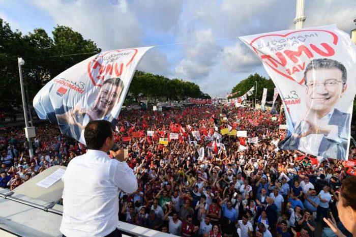 Ο Εκρέμ Ιμάμογλου, προηγείται καθαρά στις δημοσκοπήσεις έναντι του Μπιναλί Γιλντιρίμ, του  AKP