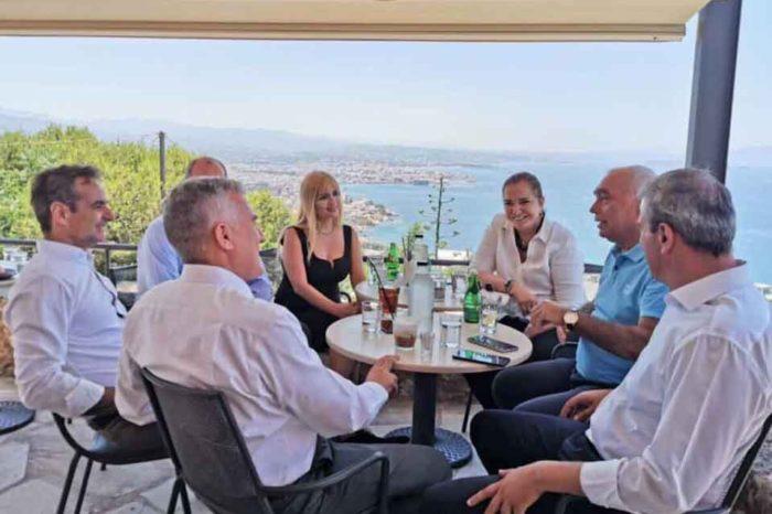 Ο Κυριάκος Μητσοτάκης και οι υποψήφιοι βουλευτές χανίων