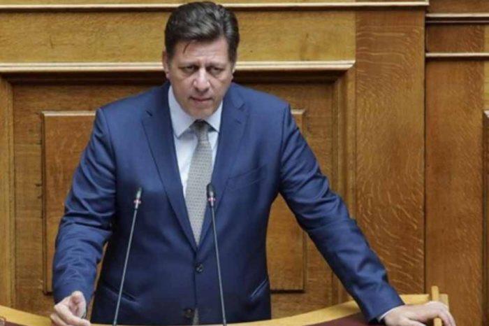 Τα στελέχη του ΣΥΡΙΖΑ αποχωρώντας από το Μέγαρο Μαξίμου πήραν μαζί τους και την μονταζιέρα παραποίησης δηλώσεων