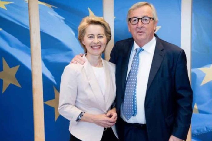 Συναντήθηκαν ο απερχόμενος πρόεδρος της Κομισιόν Ζαν-Κλοντ Γιούνκερ και η «νεα» πρόεδρος  Ούρσουλα φον ντερ Λάιεν