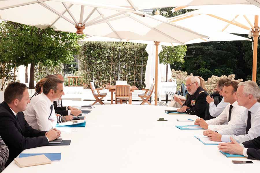 Ικανοποιημένος από τις συνομιλίες που είχε με τον Πρόεδρο της Γαλλικής Δημοκρατίας, δήλωσε ο Πρωθυπουργός