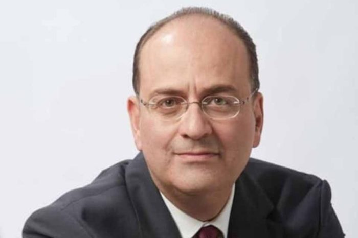 Μακάριος Λαζαρίδης:  Ο κ. Τσίπρας πρέπει να καταλάβει ότι η Βουλή δεν είναι το πολυκλαδικό σχολείο των νεανικών του χρόνων