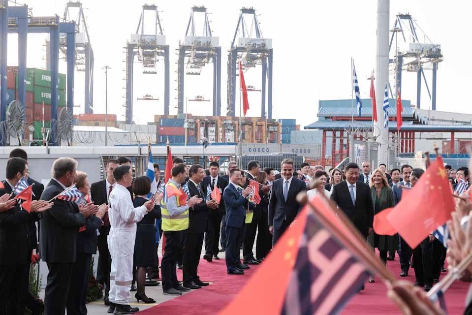 Ο Πρωθυπουργός Κυριάκος Μητσοτάκης και ο Πρόεδρος της Λαϊκής Δημοκρατίας της Κίνας Xi Jinping, επισκέφθηκαν το απόγευμα τις εγκαταστάσεις της Cosco