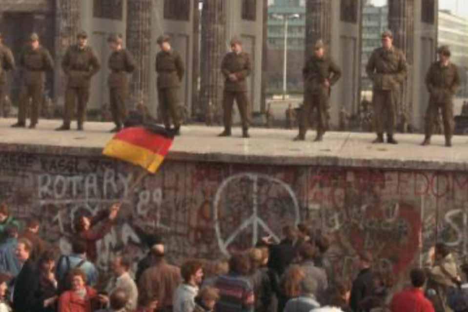 Σαν σήμερα, στις 9 Νοεμβρίου του 1989, έπεφτε το Τείχος του Βερολίνου