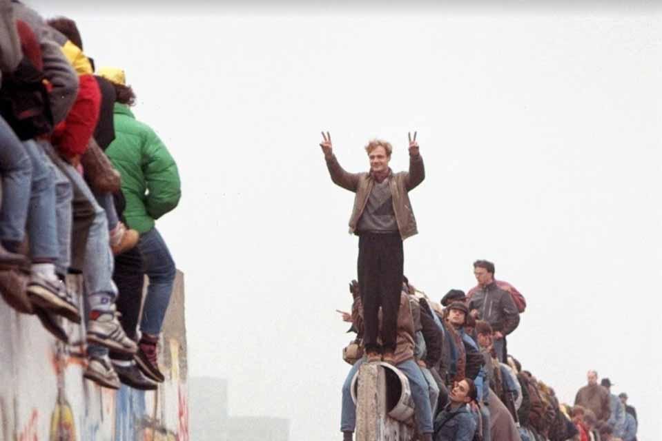 Για την ζωή στην Λαοκρατική Δημοκρατία της Γερμανίας,μιλά η καγκελάριος Άγγελα Μέρκελ