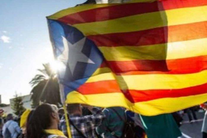 Χιλιάδες Καταλανοί αυτονομιστές διαδήλωσαν σήμερα κατά της επίσκεψης της βασιλικής οικογένειας