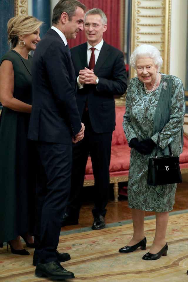 Ο Πρωθυπουργός Κυριάκος Μητσοτάκης, στη δεξίωση που παραθέτει η Βασίλισσα Ελισάβετ στους ηγέτες του ΝΑΤΟ