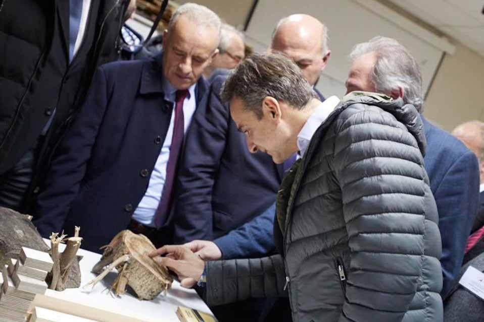 Ο πρωθυπουργός στο Τμήμα Δασολογίας, Επιστημών Ξύλου και Σχεδιασμού  στην Καρδίτσα