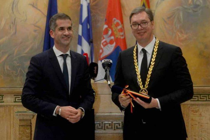Το Χρυσό Μετάλλιο Αξίας της Πόλεως των Αθηνών στον Σέρβο πρόεδρο Αλεξάνταρ Βούτσιτς