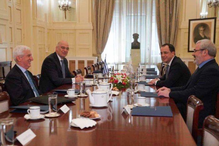 Δένδιας - Χριστοδουλίδης: Απόλυτη σύμπλευση Ελλάδας-Κύπρου