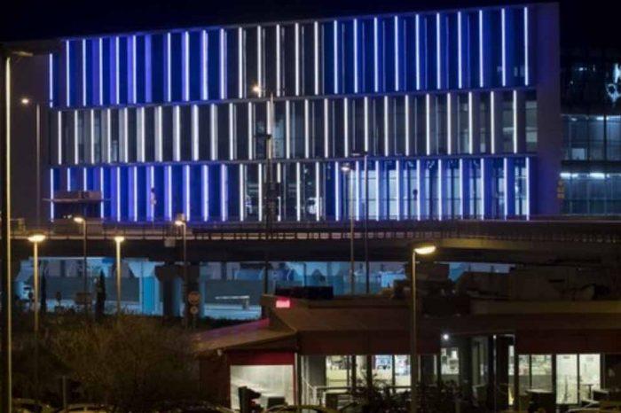 Τα ελληνικά χρώματα, φωτίζουν το αεροδρόμιο της Αθήνας