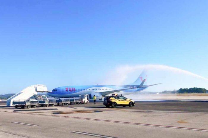 Η προσγείωση της πρώτης πτήσης της TUI στην Ελλάδα και  στην Κω