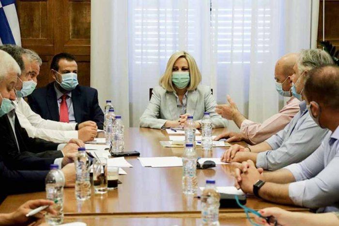 Φώφη Γεννηματά: Οι υπουργοί αντί να παίρνουν μέτρα, κομπάζουν και αλληλοσυγχαίρονται