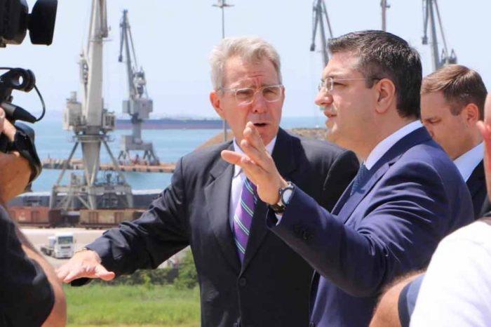 Τζέφρι Πάιατ: Υποστήριξη της ταχείας επιστροφής της Ελλάδας στην οικονομική ανάπτυξη