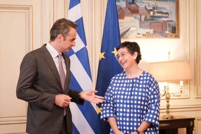 Ο πρωθυπουργός, συναντάται στο Μέγαρο Μαξίμου, με την υπουργό Εξωτερικών της Ισπανίας
