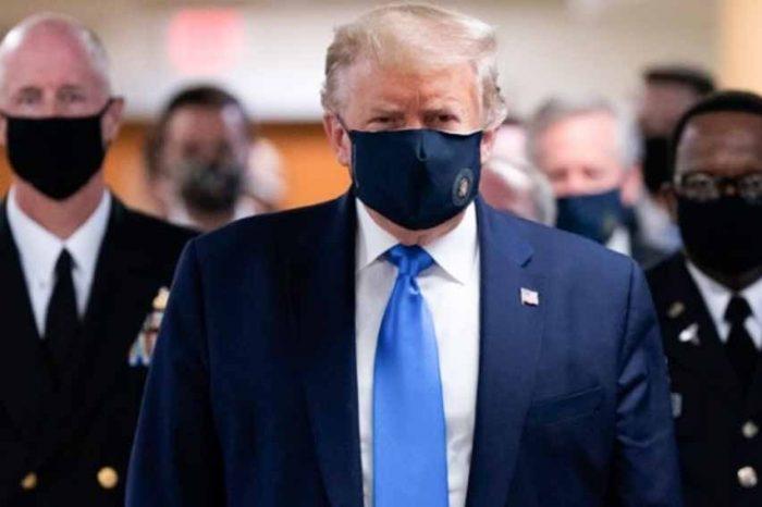 O Ντόναλντ Τραμπ, με προστατευτική μάσκα