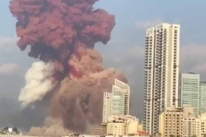Δύο ισχυρές εκρήξεις συγκλόνισαν το λιμάνι της Βηρυτού