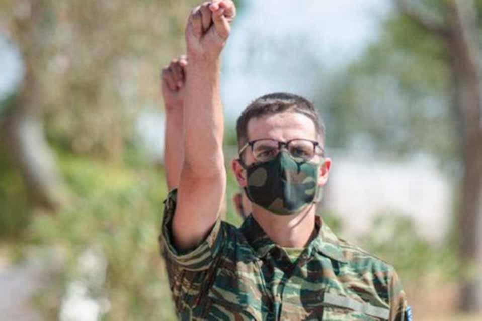 Ορκίστηκε στρατιώτης ο γιος του Πρωθυπουργού, Κωνσταντίνος