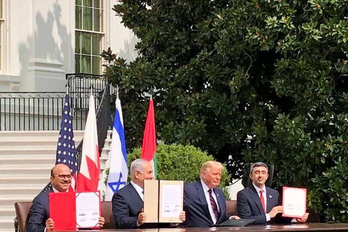 Το Ισραήλ, το Μπαχρέιν, τα Ηνωμένα Αραβικά Εμιράτα και οι ΗΠΑ υπέγραψαν απόψε «ιστορικές» συμφωνίες, σε μια τελετή στον Λευκό Οίκο